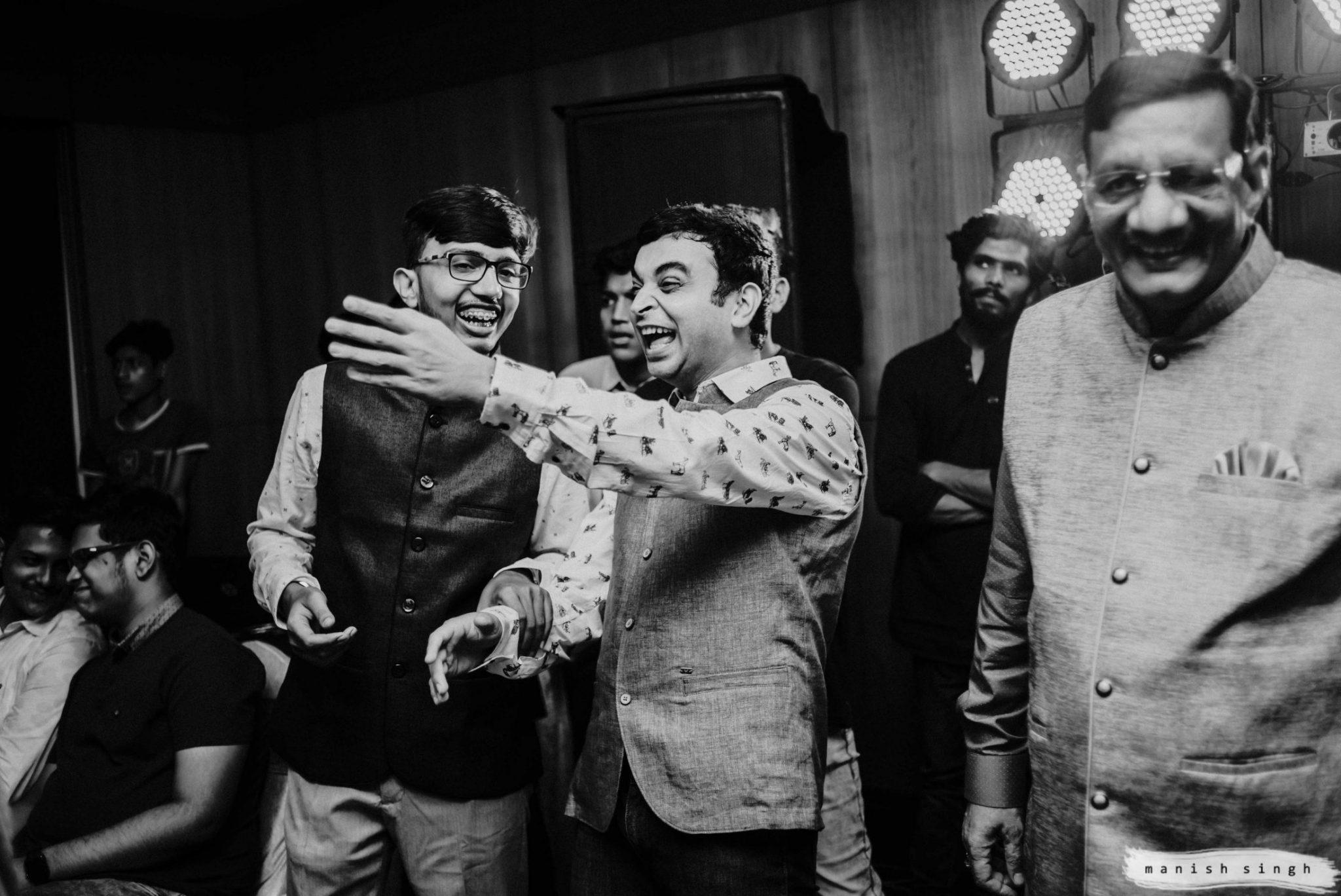 Guest enjoying in Odisha wedding sangeet