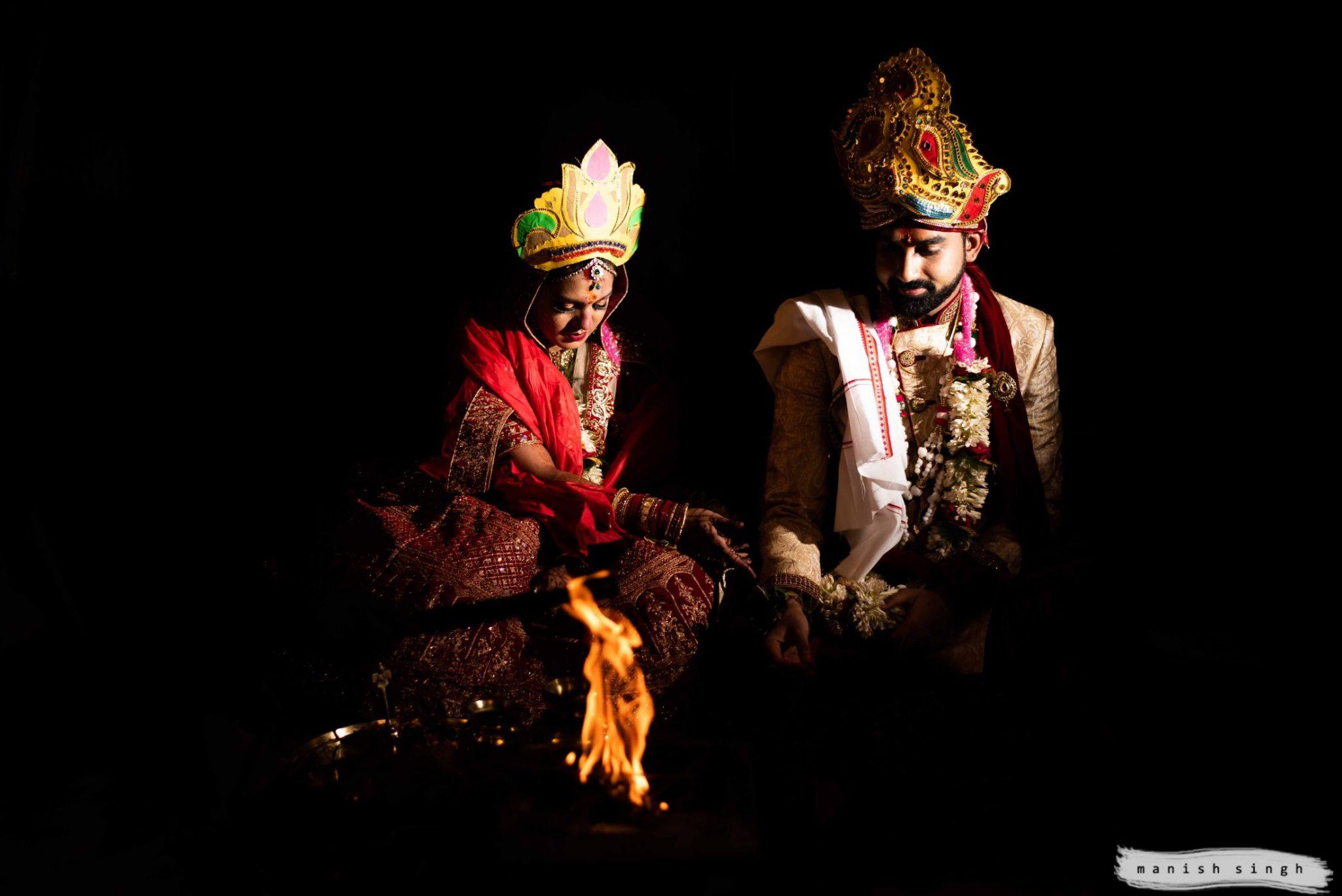 couple photo during hindu marriage ritual