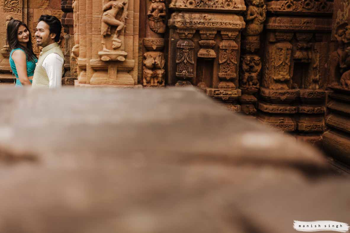 couple in top left corner in mukteswar temple bhubaneswar