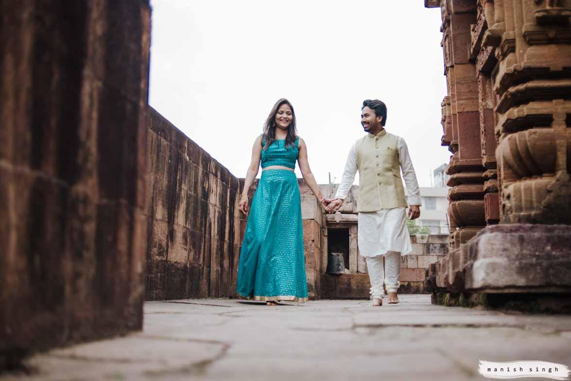 couple walking holder hands in mukteswar temple corridor bhubaneswar